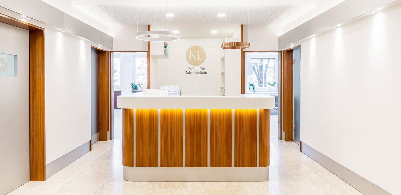 Zahnarztpraxis Katrin Lang - in Regensburg - Tresen - Eingangsbereich - Empfang